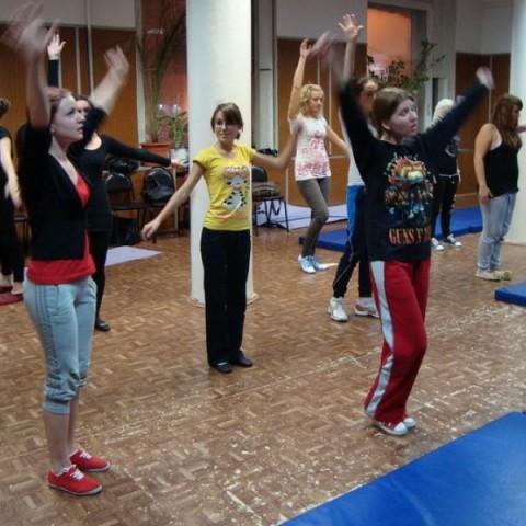 Занятия по сценическому движению